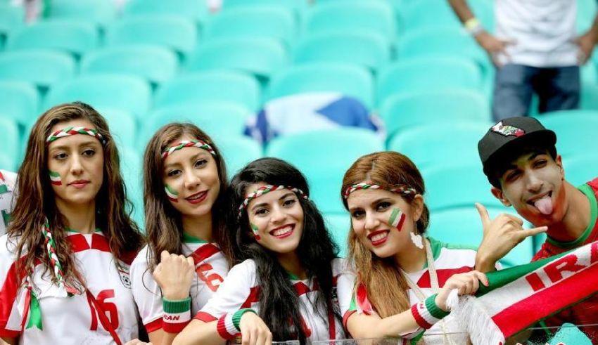 """الفيفا سيرسل مسؤولين إلى إيران للتفتيش على الاستادات عقب وفاة """"الفتاة الزرقاء"""""""